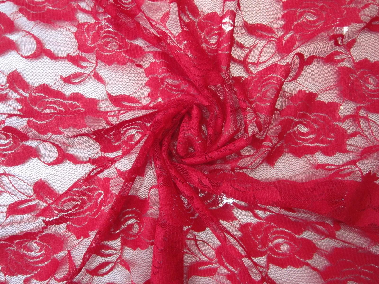 Koronka na tiulu klasyczne czerwone róże