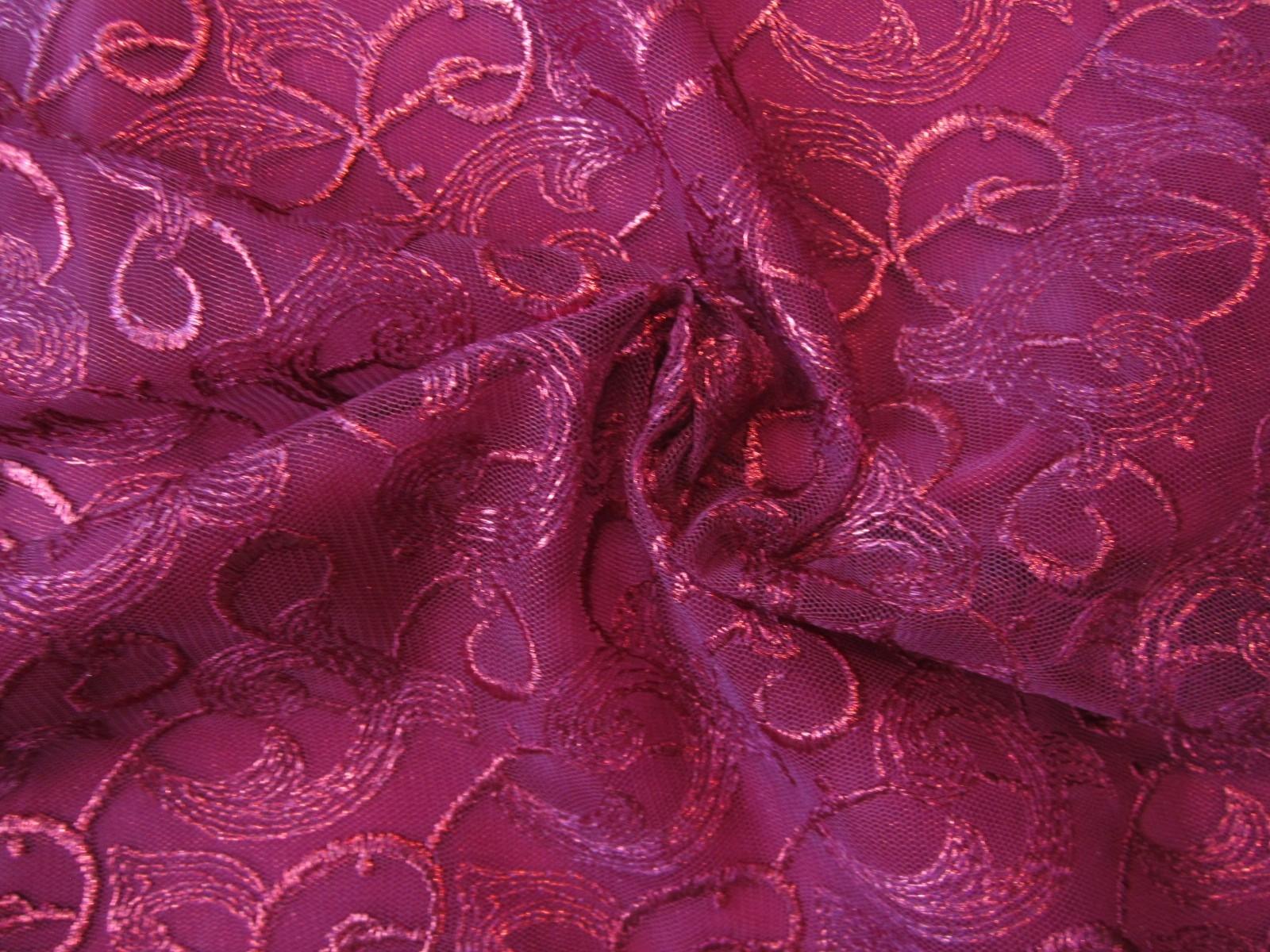 Koronka nowoczesny wzór na tiulu burgund