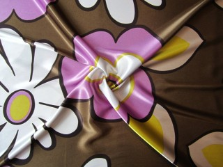 Satyna wiskozowa z lycrą lata 60-te kwiaty