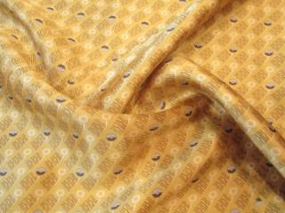Jedwab  satyna retro miodowo-kremowy wzór drobny KUPON