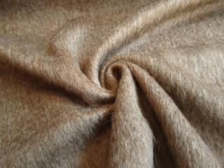 Luksusowa alpaca płaszczowa kawa z mlekiem